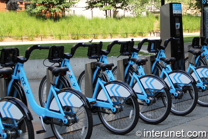 Divvy bikes station in Chicago Loop