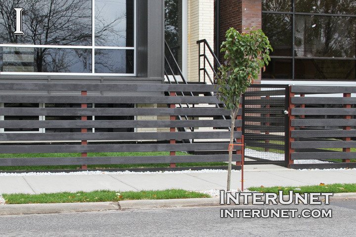 Black Wood Horizontal Fence On Metal Posts Interunet