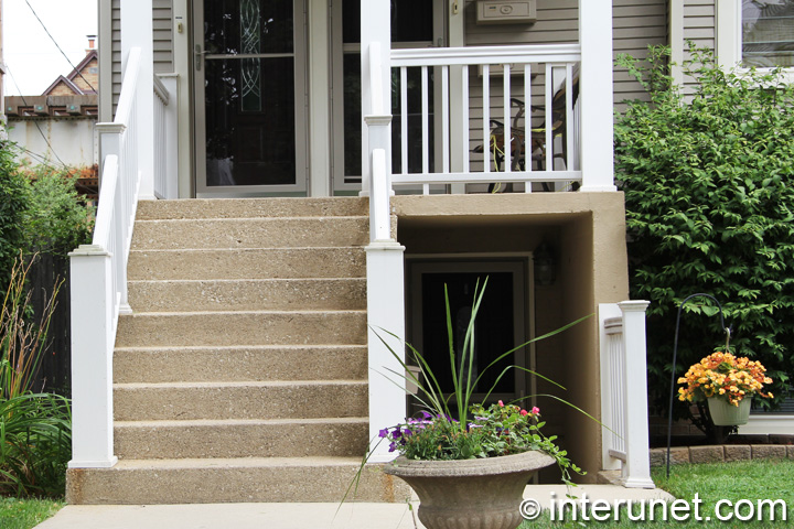 Concrete stairs with wood railing | interunet