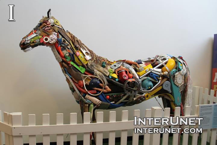 funny-horse-sculpture