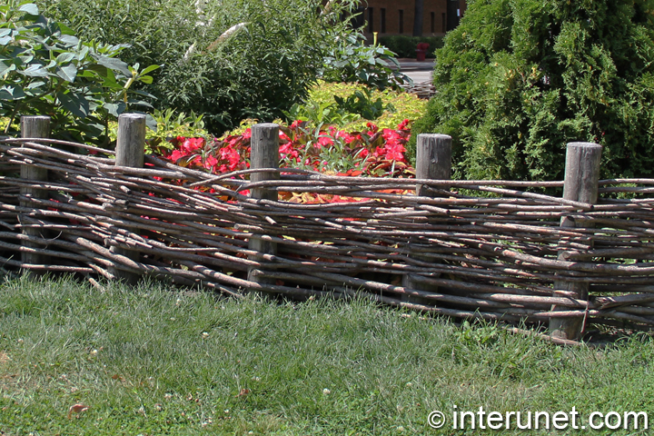 Old Style Decorative Wood Fence Interunet