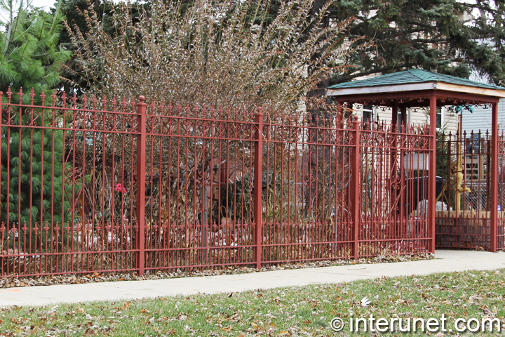 residential-steel-fence-painted-red