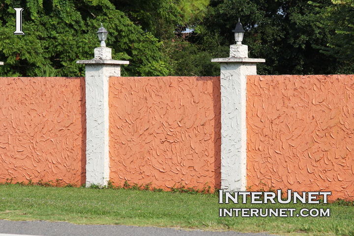 stucco-finished-solid-fence-design-ideas