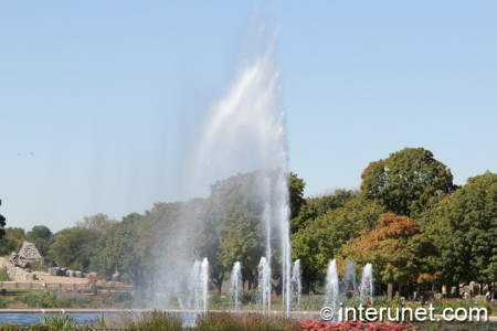 fountain-in-Brookfield-Zoo