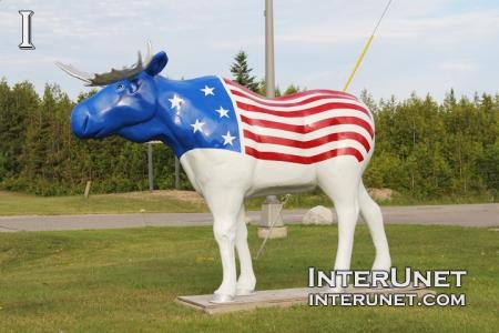 moose-sculpture-American-flag