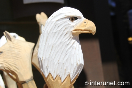 wood-carved-eagle-head