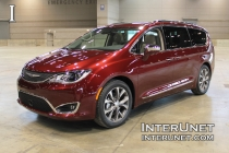 2017-Chrysler-Pacifica-Limited-exterior