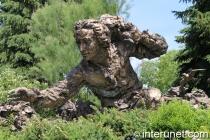 man sculpture in Chicago botanic garden