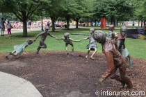 Sculpture-of-children-at-the-entrance-to-Navy-Pier-Chicago