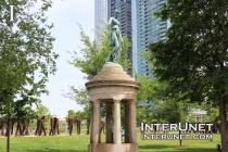 Sculptures-in-Grant-Park-Chicago