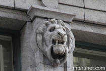 stone-sculpture-of-animal-head-on-the-building-in-Chicago