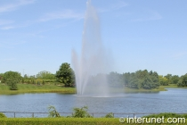 Fountain in Chicago botanic garden