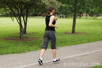 woman-running-in-the-park
