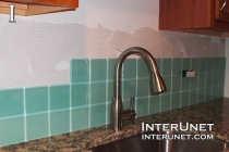 glass-tile-kitchen-backsplash