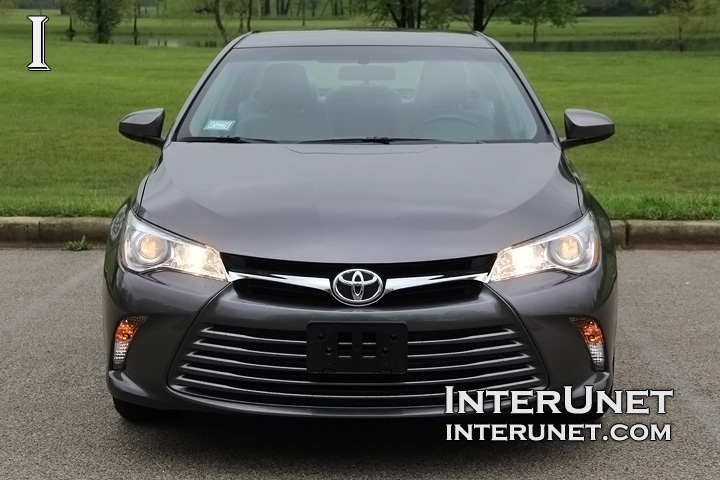 2016-Toyota-Camry-front
