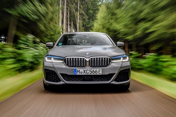2021 BMW 545e xDrive Sedan front drive