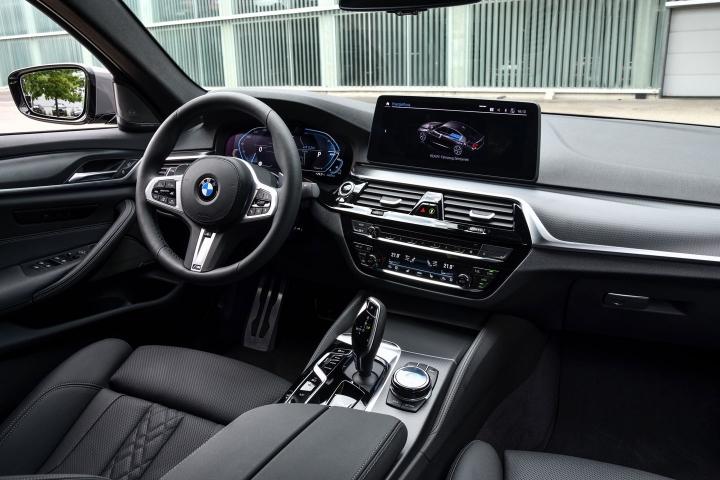 2021 BMW 545e xDrive Sedan inside