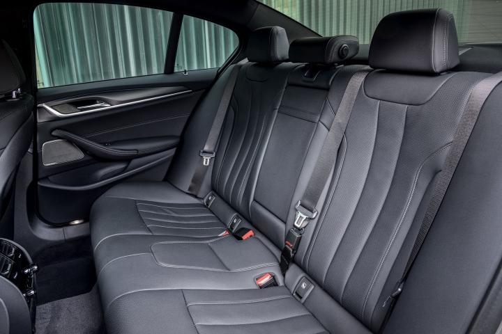 2021 BMW 545e xDrive Sedan rear seats