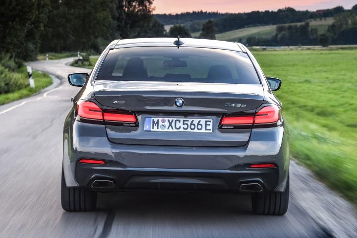 2021 BMW 545e xDrive Sedan rear