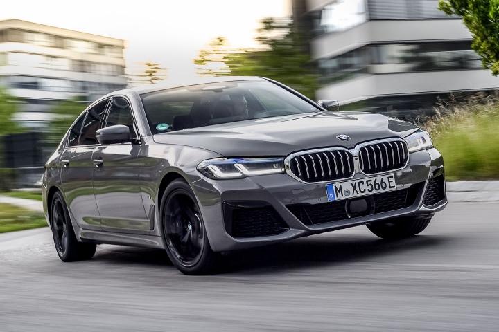 2021 BMW 545e xDrive Sedan driving