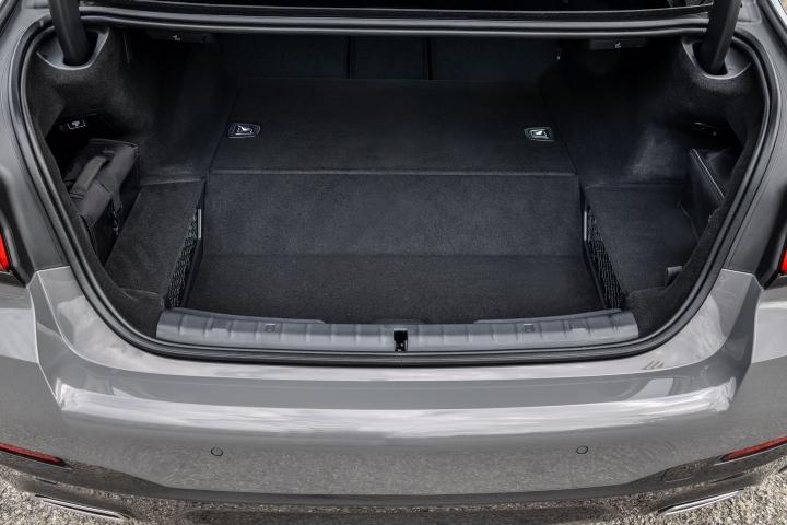 2021 BMW 545e xDrive Sedan trunk