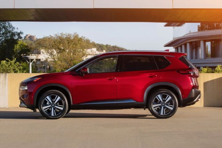 2021 Nissan Rogue driver side view