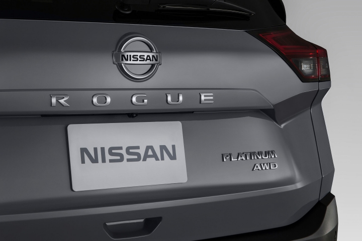 2021 Nissan Rogue tail