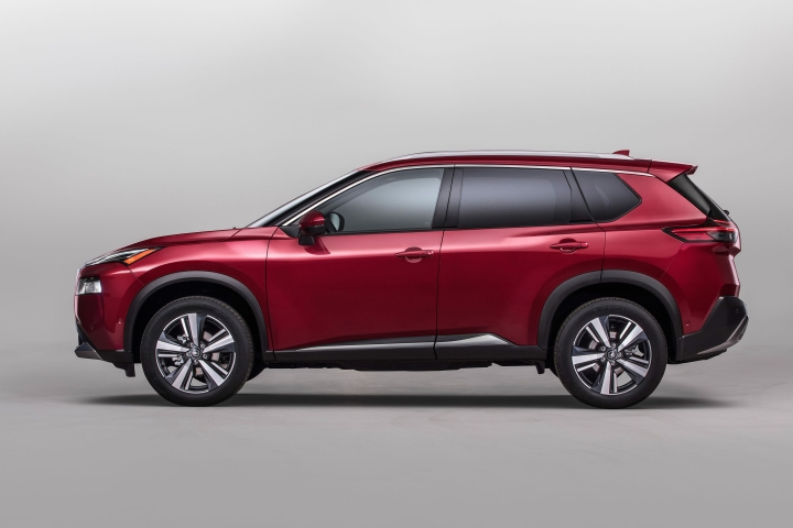 2021 Nissan Rogue Platinum driver side view