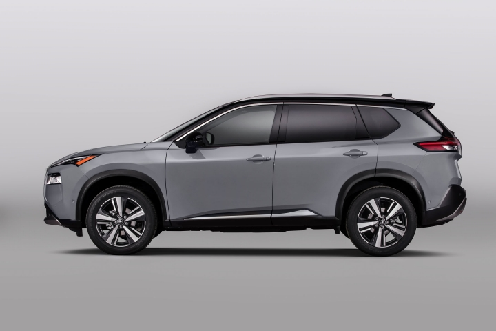 2021 Nissan Rogue driver side