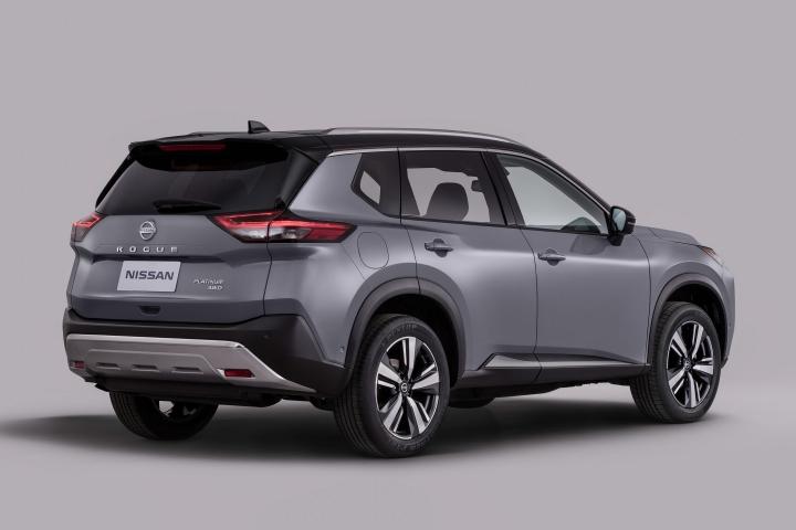 2021 Nissan Rogue rear side