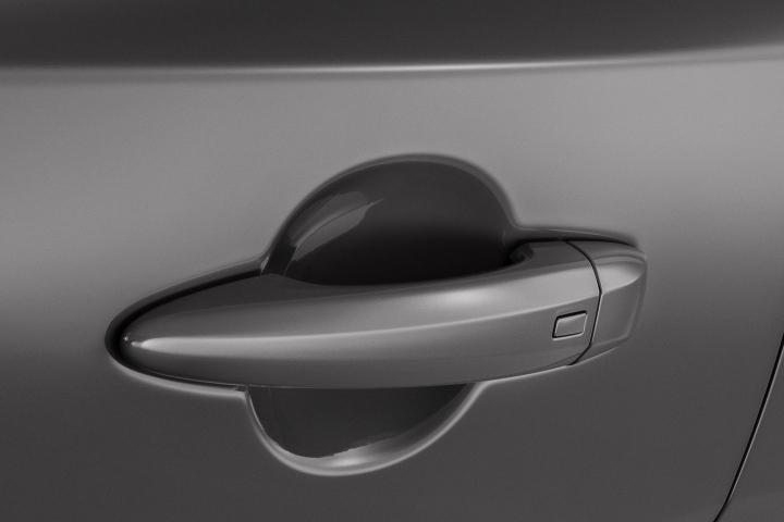2021 Nissan Rogue door handle