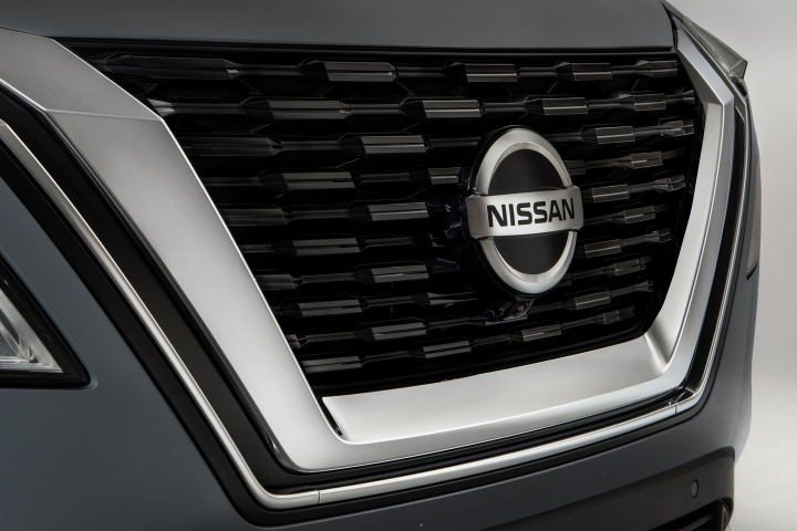 2021 Nissan Rogue grille