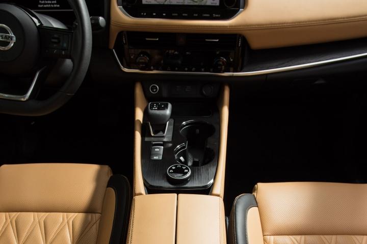 2021 Nissan Rogue Platinum AWD inside