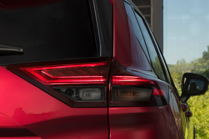 2021 Nissan Rogue tail lights