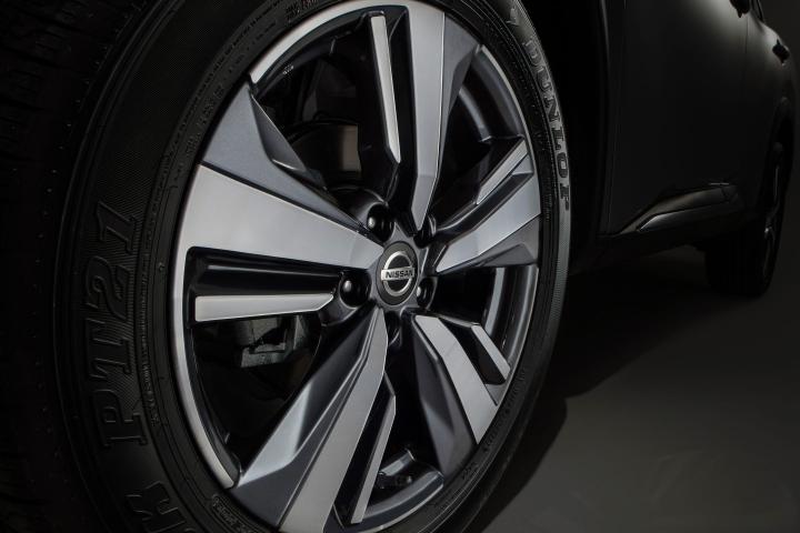 2021 Nissan Rogue wheels