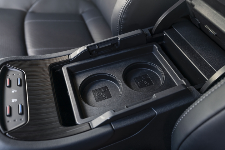 2021 Toyota Venza Limited center console