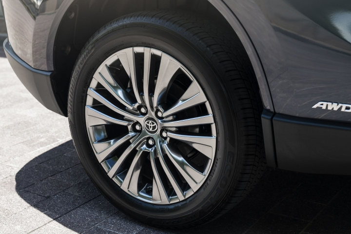 2021 Toyota Venza Limited wheels