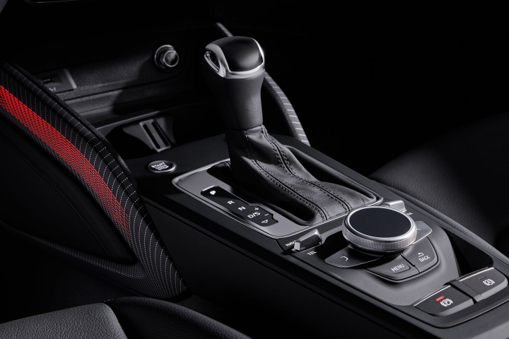 2021-Audi-Q2-center-console