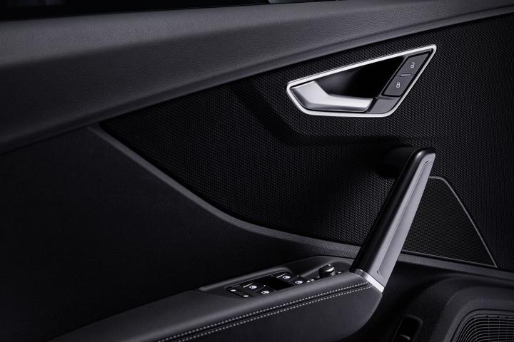 2021-Audi-Q2-driver-door