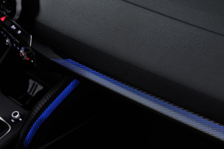 2021-Audi-Q2-blue-light-interior