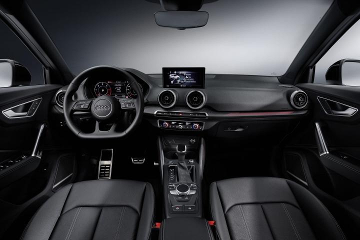 2021-Audi-Q2-blach-leather-interior