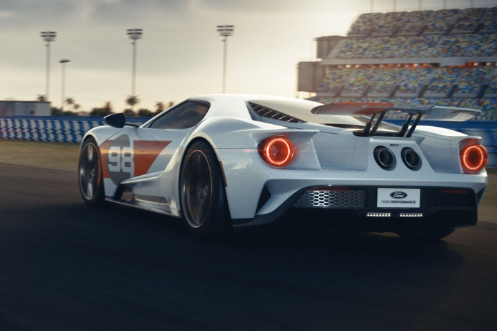 2021-Ford-GT-track
