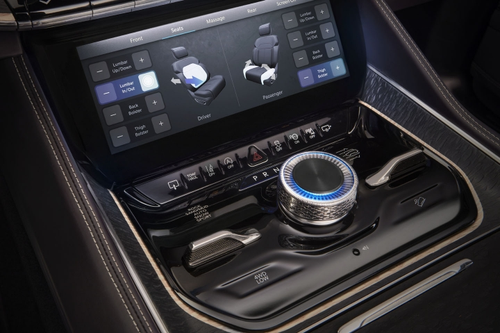 2022-Jeep-Grand-Wagoneer-panel