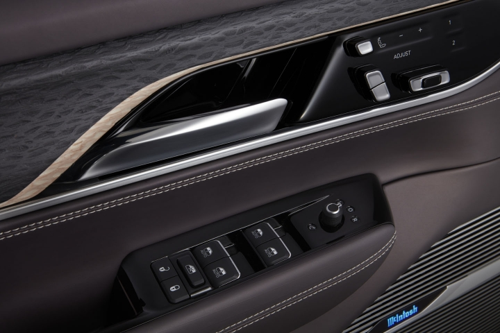 2021-Jeep-Grand-Wagoneer-driver-door