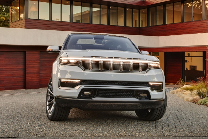 2021-Jeep-Grand-Wagoneer-front-view