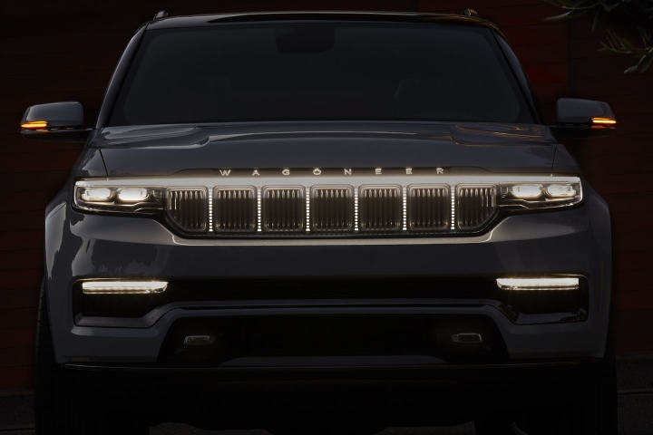2021-Jeep-Grand-Wagoneer-front-lights
