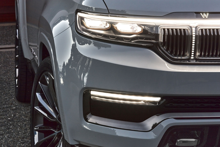 2021-Jeep-Grand-Wagoneer-headlights-front-bumper