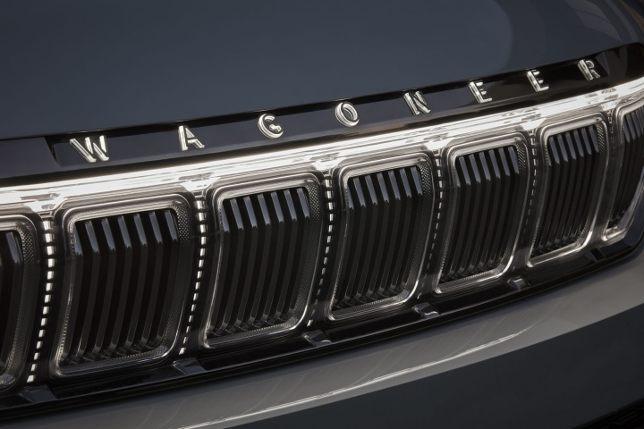 2022-Jeep-Grand-Wagoneer-grille