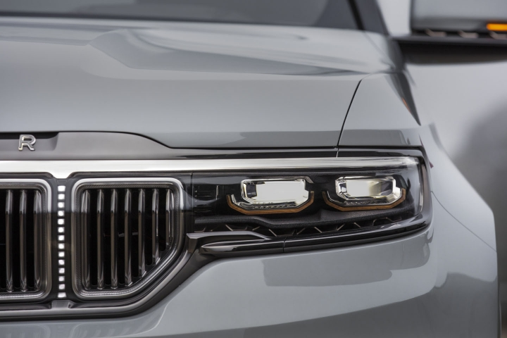 2021-Jeep-Grand-Wagoneer-headlights