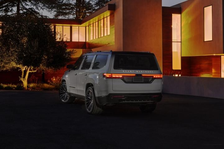 2021-Jeep-Grand-Wagoneer-in-driveway